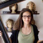 Junge Frau vor dem Haarschnitt am Haarspendetag