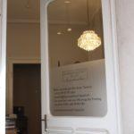 Eingang zum Perückenatelier der Haarwerkstatt