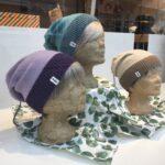 In Basel handgestrickte Baumwoll-/Wollmützen in Bio- bzw. mulesingfreier Qualität