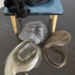 Beispiele für Haarteile aus Kunst- und Echtthaar in verschiedenen Längen, Grössen, Haarfarben